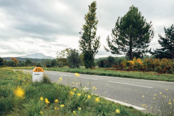 borne kilométrique près de Tavernes