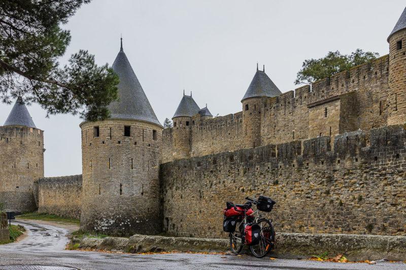 Le long des remparts de la Cité.