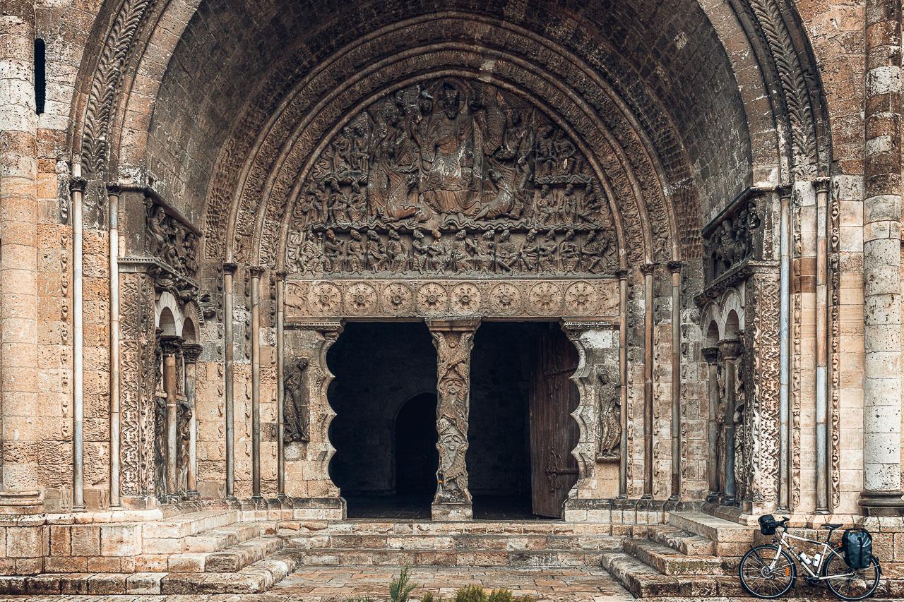 Le spectaculaire portail de l'abbatiale de Moissac